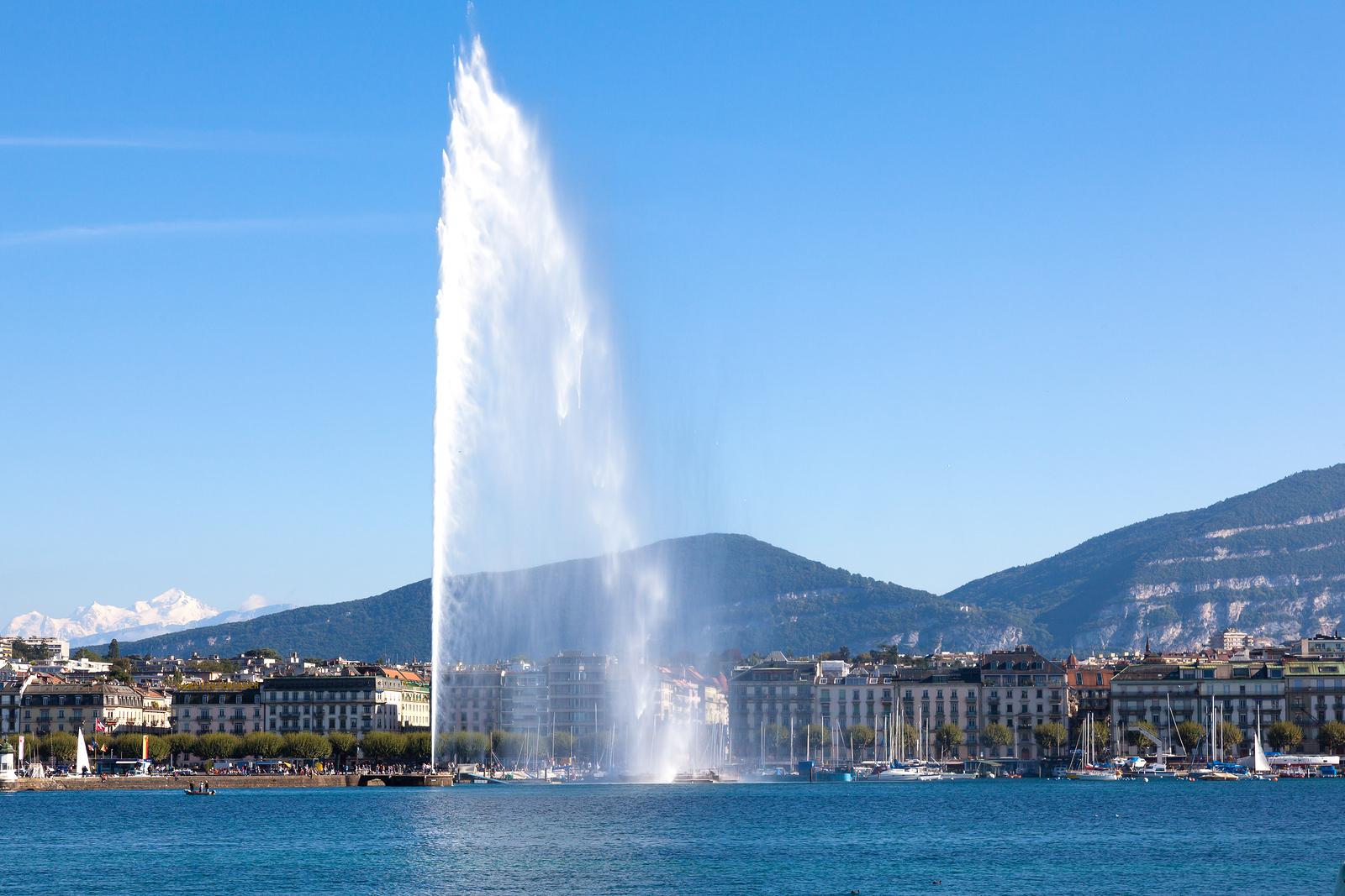 bigstock-Geneva-Water-Fountain-61454570-2-2-copie